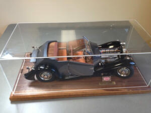 bugati. custom display case1