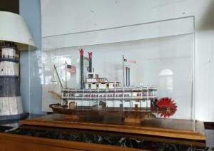 River boat display case