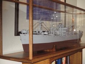 bill-tanner-model-ship-display-case-2