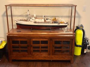 model-ship-display-case-tank-1